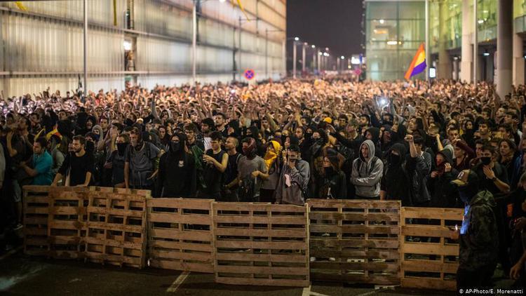 巴塞羅那再次掀起抗議浪潮